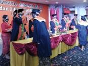 Wisuda ke-43 IKIP PGRI Bali sekaligus menjadi wisuda terakhir setelah kampus keguruan terbesar di Bali itu menyandang status baru menjadi Universitas Mahadewa Indonesia - foto: Koranjuri.com