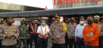 Nana Sudjana Pantau Prokes di Stasiun Tanah Abang