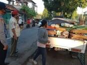 Aktivitas pedagang bermobil di Gianyar - foto: Catur/Koranjuri.com