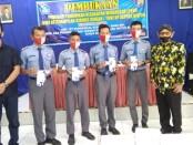 Yopi Prabowo, saat menyerahkan bantuan PIP kepada 152 siswa SMK YPT Purworejo - foto: Sujono/Koranjuri.com