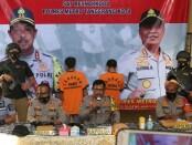 200 kg ganja kering diamankan dari 2 pelaku setelah dikirim dari Aceh dengan tujuan Jakarta - foto: Bob/Koranjuri.com