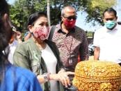 Ketua Dekranasda Bali Putri Suastini Koster melakukan dialog bersama Donny Heatubun dari Bank Indonesia Kantor Perwakilan Bali, Jumat, 4 September 2020 - foto: Istimewa