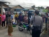 Petugas dari unsur TNI-Polri serta Satpol PP Gianyar saat memberikan sosialisasi untuk tertib menggunakan masker di Pasar Samplangan, Minggu (6/9/2020) - foto: Catur/Koranjuri.com