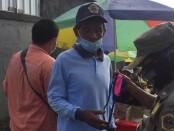 Petugas saat memberikan sosialisasi tertib memakai masker di Pasar Samplangan, Senin (7/9/2020) - foto: Catur/Koranjuri.com