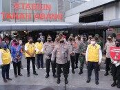 Wakapolri Komisaris Jenderal Polisi Komjen Pol Gatot Eddy Pramono beserta Kapolda Metro Jaya  Irjen Pol Nana Sudjana mengunjungi Stasiun Tanah Abang - foto: Istimewa
