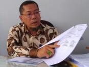 Tjahjono, SH, seorang pengacara warga Kutoarjo, Purworejo, saat menyampaikan klarifikasinya - foto: Sujono/Koranjuri.com