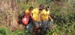 Thrash Hero Bersihkan Pantai dan Sekaa Teruna Bina Warga Bagikan Masker