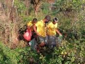 Aksi bersih-bersih yang dilaksanakan oleh Trash Hero di Pantai Saba dan Pering Gianyar, Kamis (17/9/2020) - foto: Catur/Koranjuri.com