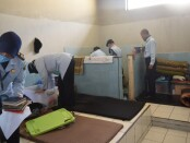 Tim Satuan Operasional Kepatuhan Internal Pemasyarakatan (SATOPS PATNAL) Rutan Purworejo, saat melaksanakan razia badan dan kamar hunian, Selasa, (22/09/2020) - foto: Sujono/Koranjuri.com