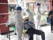 Sebanyak 43 pegawai Rutan Purworejo, menjalani tes swab massal, Selasa (06/10/2020) lalu - foto: Sujono/Koranjuri.com