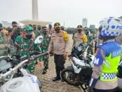 Polri dan TNI melakukan apel gelar pasukan mengantisipasi unjuk rasa susulan menolak UU Cipta Kerja - foto: Bob/Koranjuri.com