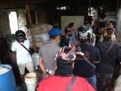 Pelaksanaan inspeksi mendadak (Sidak) di pabrik tahu yang ada di Wilayah Kelurahan Bitera, Kecamatan/Kabupaten Gianyar, Senin (5/10/2020) - foto: Catur/Koranjuri.com