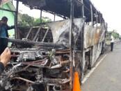 Kondisi bis yang terbakar - foto: Sujono/Koranjuri.com
