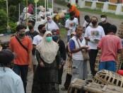 Cawabup Purworejo Yuli Hastuti, saat melakukan sosialisasi di Pasar Grabag, Senin (19/10/2020) - foto: Sujono/Koranjuri.com