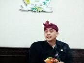 Anggota Dewan Perwakilan Daerah (DPD) Dapil Bali I Gusti Ngurah Arya Wedakarna saat memberikan klarifikasi di Kantor DPD RI Provinsi Bali, Jumat, 30 Oktober 2020 - foto: Istimewa