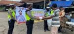 Operasi Zebra Simpatik, Satlantas Polres Purworejo Bagikan Nasi Kotak