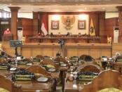 Rapat Paripurna dipimpin Ketua DPRD Provinsi Bali Nyoman Adi Wiryatama dan dihadiri anggota DPRD Provinsi Bali dan Kepala OPD Provinsi Bali - foto: Istimewa