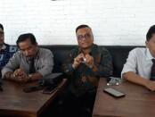 Togar Situmorang dan Kuasa Hukum memberikan keterangan pers ke media - foto: Istimewa