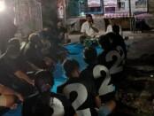 Calon Walikota Denpasar Ngurah Ambara ketika bertemu dengan warga Banjar Sembung Sari, Desa Sumerta Kelod, Denpasar Timur, Selasa (10/11/2020) malam - foto: Istimewa