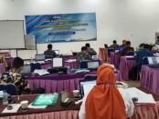 Sebanyak 24 peserta, mengikuti pelatihan asesor, atau WPA (Work Place Assesor), yang diselenggarakan oleh LSP P1 SMK N 3 Purworejo di Hotel Plaza, Purworejo, dari Senin (09/11/2020) hingga Kamis (12/11/2020) - foto: Sujono/Koranjuri.com