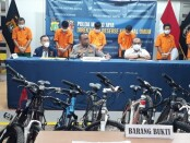 Tim Subdit Jatanras Ditreskrimum Polda Metro Jaya berhasil membekuk pelaku pencurian sepeda dan penadah barang curian - foto: Bob/Koranjuri.com
