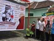 Pjs Bupati Purworejo Yuni Astuti saat melaunching Logo dan Tagline Kopi Purworejo, Jum'at (20/11/1020) - foto: Sujono/Koranjuri.com