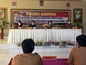 Polda Bali saat menggelar Focus Grup Discussion, di  aula Tri Brata, Mapolres Gianyar, Selasa (24/11/2020) - foto: Catur/Koranjuri.com