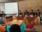Pengurus inti Polosoro, dalam pertemuan dengan para wartawan yang bertugas di Purworejo, Jum'at (04/12/2020) - foto: Sujono/Koranjuri.com