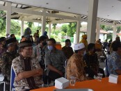 50 pensiunan PNS di lingkungan Pemkab Purworejo, Senin (07/12/2020), mengikuti Bimbingan Teknis (Bimtek) kewirausahaan membuat minuman di Hotel Ganesha - foto: Sujono/Koranjuri.com