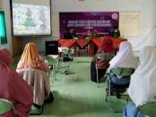 Tim Satgas Penanggulangan Covid-19 SMK Kesehatan Purworejo, saat mengikuti Diklat, Selasa (29/12/2020) - foto: Sujono/Koranjuri.com