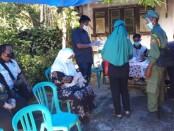 Cawabup petahana dari no 3, Yuli Hastuti, saat berada di TPS 3, RT 01 RW 03 Desa Grabag, bersama anak dan menantu, Rabu (09/12/2020) - foto: Sujono/Koranjuri.com