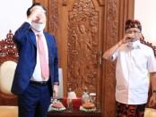 Gubernur Bali Wayan Koster dan Duta Besar Korea Selatan untuk Indonesia Park Tae Sung bersulang Arak Bali - foto: Istimewa