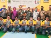 Kepala SMK TKM Purworejo Ki Gandung Ngadina, SPd, MPd, bersama para juri dan peserta mata lomba Commercial Wiring, Selasa (15/12/2020) - foto: Sujono/Koranjuri.com