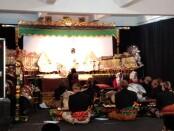 Pementasan wayang kulit virtual SMP Muh PK Kotabarat saat puncak perayaan Milad Ke-10 - foto : Koranjuri.com