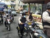 Petugas gabungan dari Kepolisian, TNI, Satpol PP, serta Dishub Gianyar saat melakukan patrol bersekala besar, Senin (21/12) pagi - foto: Catur/Koranjuri.com