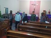 Jajaran Forkompimca Banyuurip, dipimpin Kapolsek Iptu Benny Murtopo, saat melakukan patroli pengecekan kesiapan terhadap gereja-gereja di wilayah Banyuurip, Rabu (23/12/2020) - foto: Sujono/Koranjuri.com