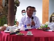 Bupati Gianyar, I Made Mahayastra saat bertemu dengan awak media di Kantor Bupati Gianyar, Rabu (30/12/2020) - foto: Catur/Koranjuri.com