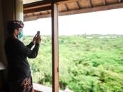 Menteri Pariwisata dan Ekonomi Kreatif Sandiaga Salahuddin Uno berkantor di Bali - foto: Istimewa