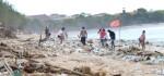 Sidak Prokes, Gubernur Temukan Sampah Berserakan di Pantai Kuta
