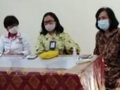 Komisi Penyelenggara Perlindungan Anak (KPPAD) Bali menggelar keterangan pers terkait upaya advokasi terhadap pelaku anak dalam kasus pembunuhan terhadap seorang karyawati Bank, Sabtu, 2 Januari 2021 - foto: Koranjuri.com