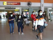 Penumpang pesawat di Bandara Ngurah Rai Bali - foto: Istimewa