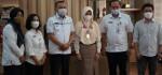 Bupati Purworejo Kalungkan Medali Emas Kepada Nabila