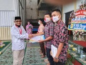 Dalam rangka Dies Natalis ke 52, SMK YPT Purworejo memberian hadiah bagi siswa berprestasi - foto: Sujono/Koranjuri.com