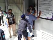 Rutan Kelas IIB Purworejo, bekerjasama dengan Satuan Narkoba Polres Purworejo melakukan razia penggeledahan terhadap narapidana dan tahanan yang berada di rutan, Kamis (04/02/2021) - foto: Sujono/Koranjuri.com