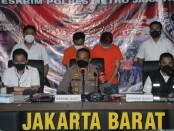 Satuan Reserse Kriminal Polres Metro Jakarta Barat menangkap tersangka pengupload yang juga penyebar video syur mirip artis GL yang viral di medsos - foto: Istimewa