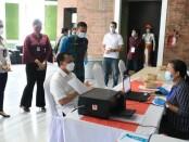 Sekretaris Daerah Provinsi Bali Dewa Made Indra memantau kesiapan vaksinasi di tiga zona hijau yang akan dilakukan secara serentak mulai Senin (22/3/2021) - foto: Istimewa