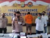 Polsek Babelan Bekasi menangkap pelaku penggandaan uang yang viral di media sosial - foto: Bob/Koranjuri.com