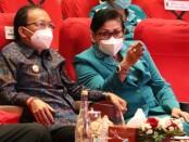 Gubernur Bali Wayan Koster befmsaba Ketua TP PKK Provinsi Bali Putri Suastini Koster menghadiri Peringatan Hari Kesatuan Gerak (HKG) ke-49 Tahun 2021 di Gedung Ksirarnawa, Taman Budaya Denpasar, Rabu (24/3/2021) - foto: Istimewa