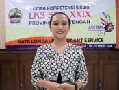 Melvi Erl Sanggi, siswi kelas XII jurusan Tata Boga SMKN 3 Purworejo, berhasil meraih juara 1, dalam LKS (Lomba Kompetensi Siswa) tingkat propinsi tahun 2021 - foto: Sujono/Koranjuri.com