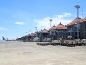 Sejumlah pesawat dan armada pendukung terparkir di Bandara I Gusti Ngurah Rai Bali selama Nyepi Tahun Baru Saka 1943, Minggu, 14 Maret 2021 - foto: Istimewa